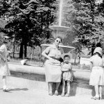 "У фонтана в ""ногинском"" парке, 60-е годы ХХ века"