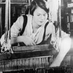 Ткачиха Е.В. Виноградова за работой, 1935 год